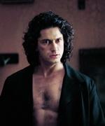 Он первым понял, что вампиру не надо носить футболки