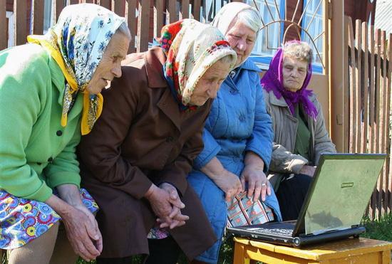 Бабушек посадят закомпьютеры